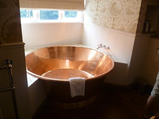 copper-bath-in-room-3