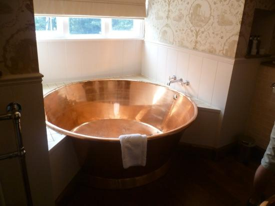 copper-bath-in-room-3