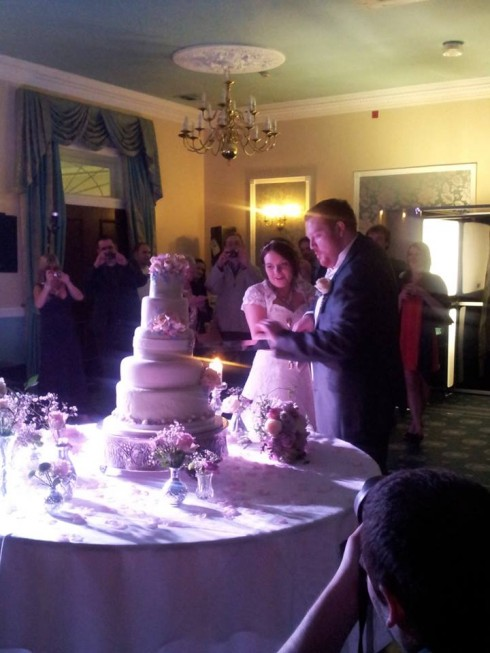 "Laura and Stu ""Kill"" The Cake!"
